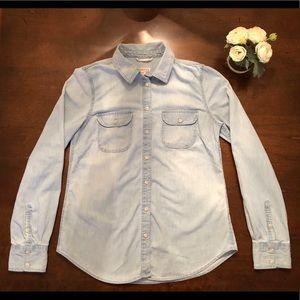 EUC Merona Light Blue Chambray Button Down Shirt